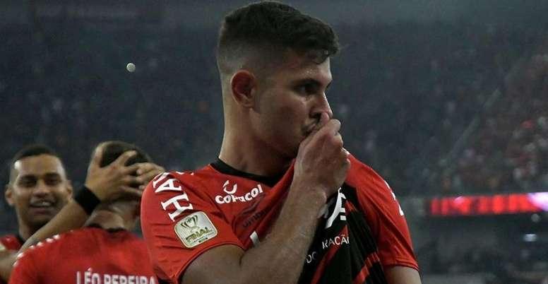 Lyon briga com Arsenal e Benfica por Bruno Guimarães. AthleticoPR