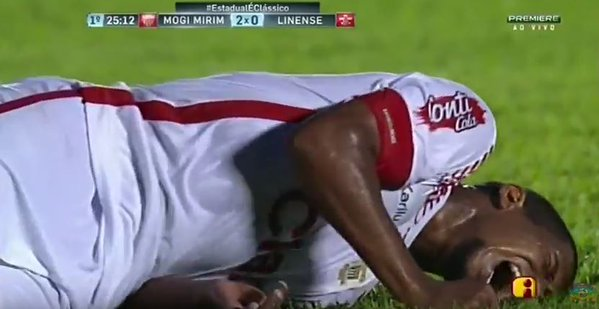 Bruno Moura broke his leg whilst playing a match on Thursday. Twitter