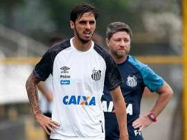Corinthians está de olho em Bryan Ruiz. Twitter @santistaroxo