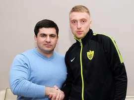 El defensa central Sergei Bryzgalov firmó con el Anzhi. FootballClubAnjo