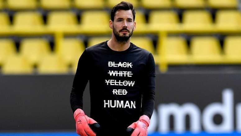 Camisas e protestos contra o racismo. Twitter/BVB