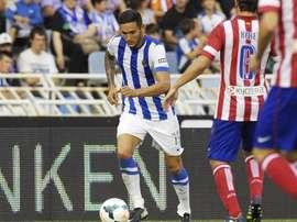Cadamuro disputa con la Real Sociedad un partido ante el Atlético. Twitter
