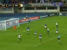 O momento do remate do meia Çalhanoglu. Twitter/SportTV