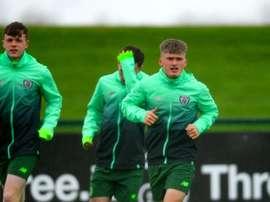 Arsenal, Chelsea e Celtic disputam jovem craque irlandês. Federación Irlandesa
