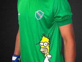 El guardameta quiso llevar el meme en su camiseta. Twitter