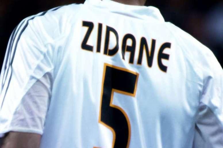 Riquelme a échangé son maillot avec le dernier de Zidane. RealMadridCF