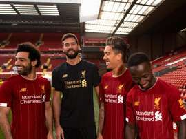 Liverpool apresenta seu novo uniforme. LFC