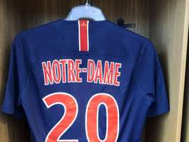 O PSG prestará homenagem à Catedral de Notre Dame. Twitter/LayvinKurzawa
