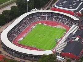 El portero dará un salto de calidad al equipo danés. UEFA
