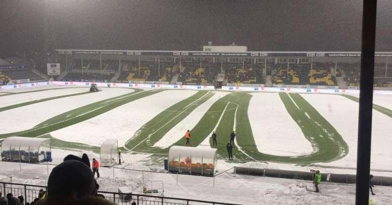 La nieve se retiró con la ayuda de un tractor. TV2Nyhetene