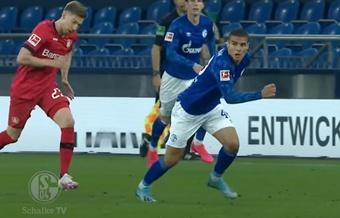 Can Bozdogan podría salir este verano del Schalke 04. Captura/FCSchalke04