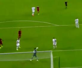 Error de Moore y gol del Liverpool en EFL Cup. Captura/DAZN