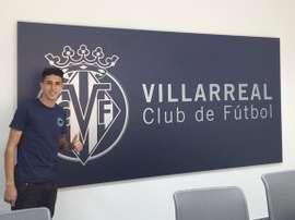 Cantalapiedra posa en la sede del Villarreal. Twitter
