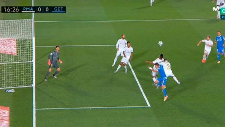 Getafe wanted two penalties after fouls from Carvajal. Capturas/MovistarLaLiga