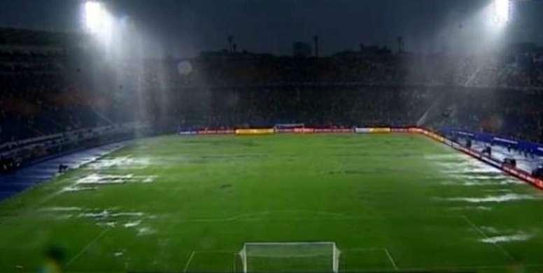 ¡La lluvia obligó al árbitro a detener la final de la Sudamericana! Capturas/DAZN