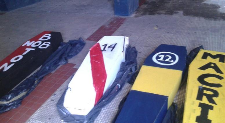 En la previa del Rosario Central-Godoy Cruz, la policía encontró cuatro ataúdes. Twitter