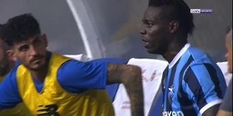 Balotelli, encendido: ¡descargó toda su rabia cuando le cambiaron!