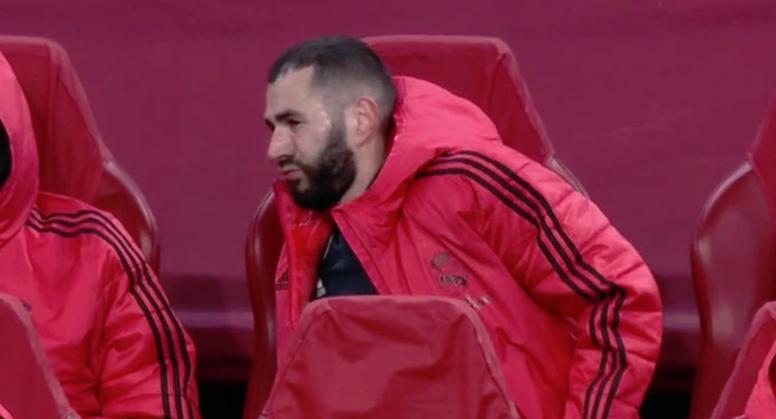 Solari quitó del campo a un Benzema dolorido. Captura/MovistarLigadeCampeones