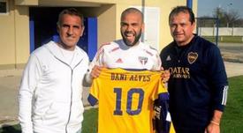 Alves 'ficha' por Boca. Twitter/DaniAlvesD2