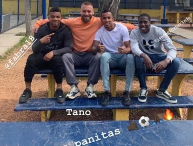 Hay buen ambiente en Boca. Instagram/SebastianVilla