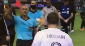Higuain was sent off for abusive language towards the referee. Screenshot.