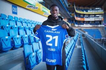 Ike Ugbo, nuevo jugador del Genk. Twitter/KRCGenkofficial
