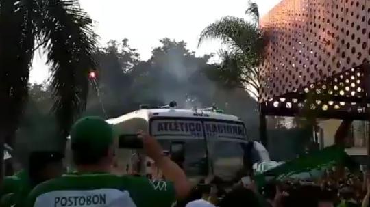 La afición de Nacional recibió al equipo en el estadio. AtléticoNacional