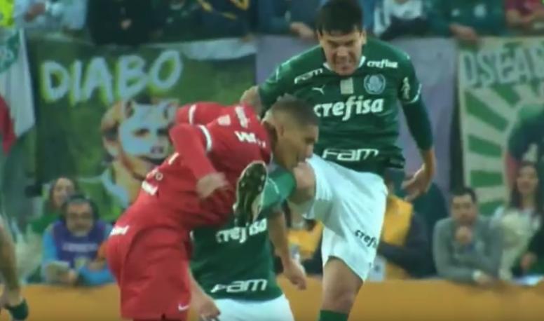 Brutal rodillazo en la cara de Gustavo Gómez a Paolo Guerrero. Captura/SporTV
