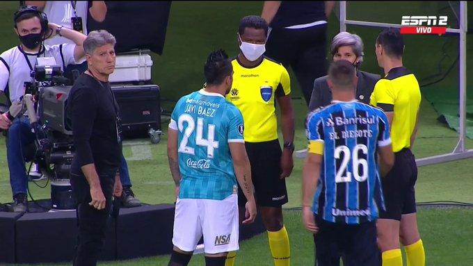 El Gremio-Guaraní se demoró... ¡porque tenían los mismos colores de camiseta. Captura/ESPN