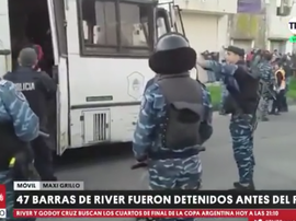 Policia detém e apreende armas de torcedores do River Plate. Captura/TNTSports