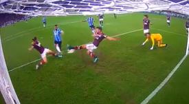 Filipe Luis evitó el 0-1 de Gremio. Captura/DAZN