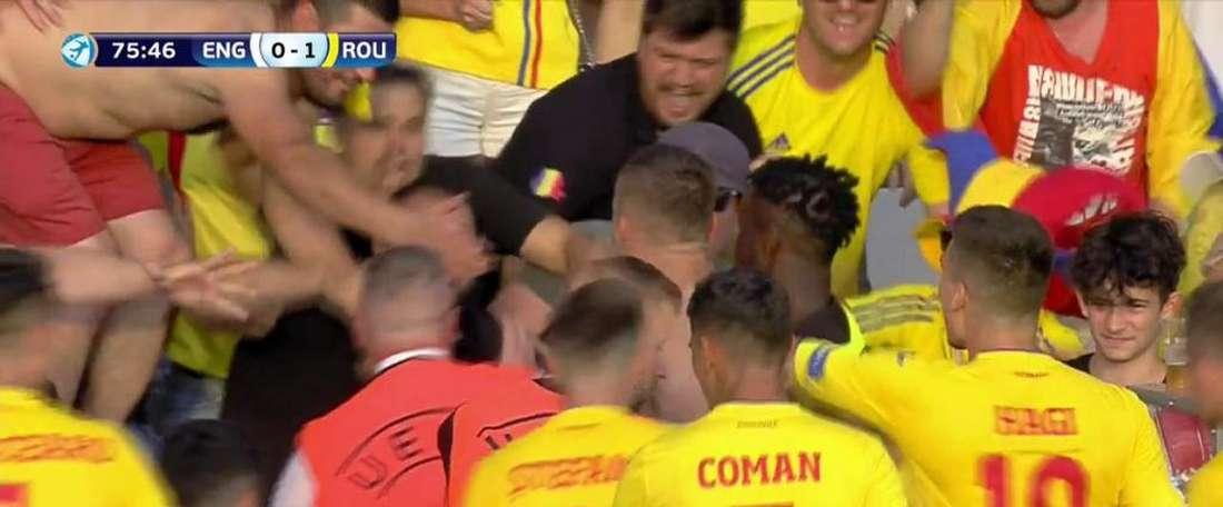 Romania opened the scoring from the penalty spot. Captura/Cuatro