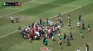 Palmeiras and Sao Paulo's youth sides got into a fight after a penalty shootout. Captura/SPFCTV