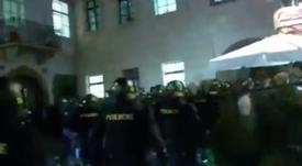 Los 'hooligans' dieron la nota en Praga. Captura