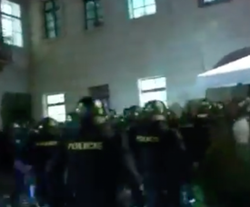 Hooligans dão trabalho à polícia de Praga. Captura