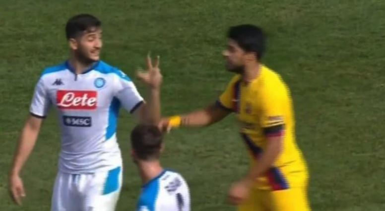 Quand Manolas rappelle à Suarez son 3-0 avec la Roma. Captura/Vamos