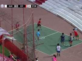 Los niños 'pasaron' del partido y se pusieron a jugar al lado de los jugadores. Captura/TNTSport