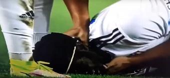 N'Sakala se desvaneció y lo sacaron en ambulancia. Captura/SportKlub1Serbia