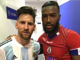 Messi un eu un geste de sympathie envers un joueur d'Haïti. DuckensNazon