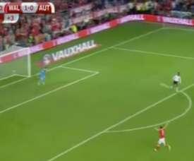 Bale no se podía creer que no le pasara el balón su compañero. Twitter