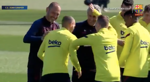 Barcelona squad welcome Braithwaite into training. Screenshot/FCBarcelona