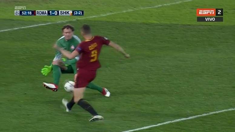 Pyatov colaboró en el gol de la Roma. Captura/ESPN