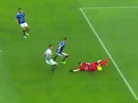 Volpi fue el protagonista negativo en el primer gol de Santos Laguna. Captura/SkySports