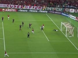 Nicolás López celebró el gol sacando la lengua como hizo Benedetto. Captura/FOXSports