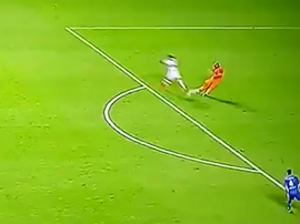 Tremendo error del portero de Sao Caetano que propició el gol de Tréllez. Captura/Goleada