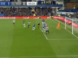 Walcott volvió a marcar con el Everton. Captura/NBC