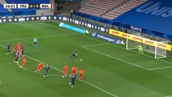 Benzema saw his spot kick saved. Screenshot/Cuatro