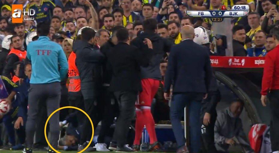 L'entraîneur du Besiktas blessé, le match face à Fenerbahçe arrêté