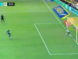 Ayala evitó el gol de Tévez desde el punto de penalti. Captura/TNT