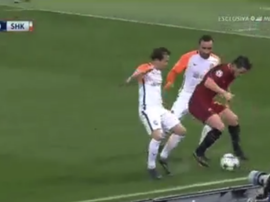 Florenzi left both players for dead with the piece of skill. Screenshot/Mediaset